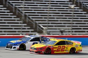 Joey Logano, Team Penske, Ford Mustang Shell Pennzoil and Chase Elliott, Hendrick Motorsports, Chevrolet Camaro NAPA Auto Parts