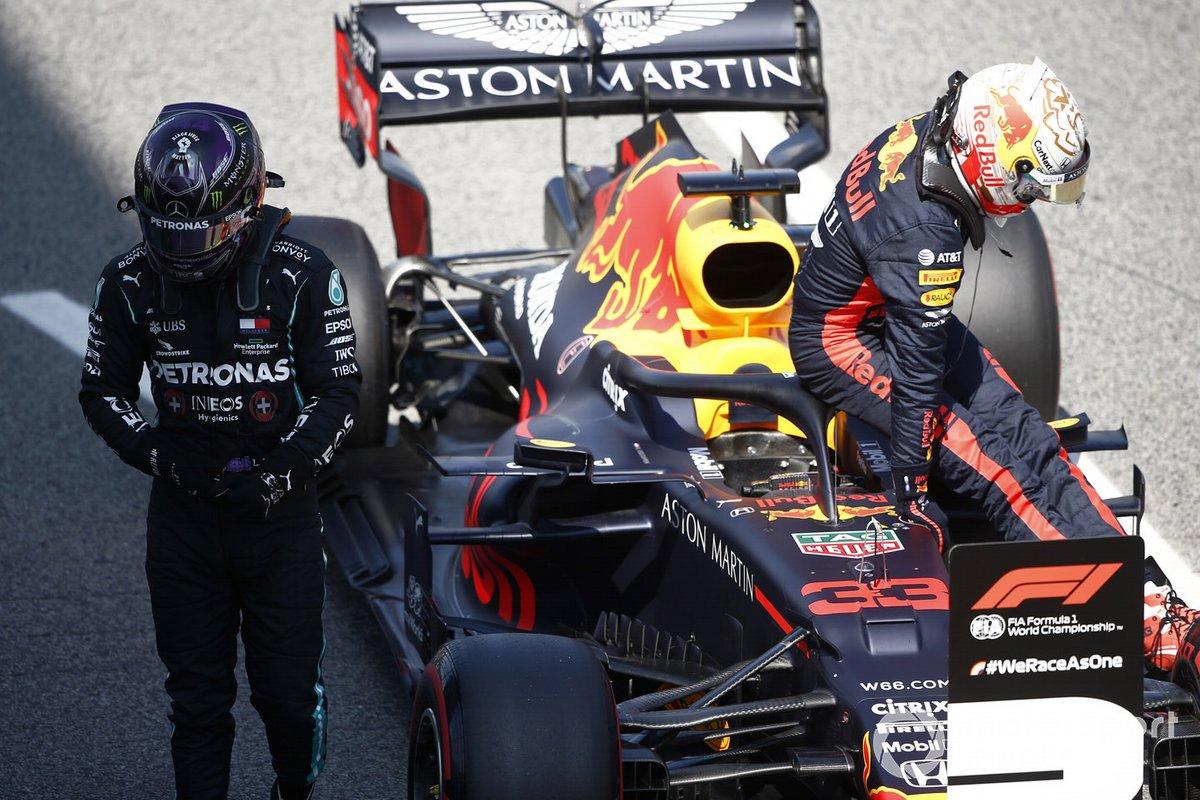 Ganador de la pole Lewis Hamilton, Mercedes-AMG Petronas F1, y el tercero Max Verstappen, Red Bull Racing