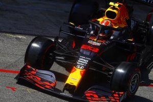 Alex Albon, Red Bull Racing RB16, leaves the garage