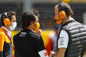 Carlos Sainz Jr., McLaren, with his engineer on the grid