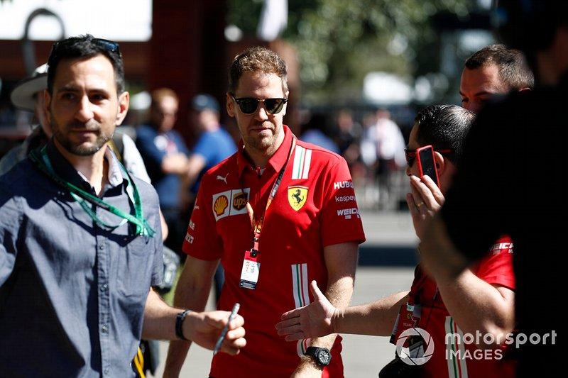 Sebastian Vettel, Ferrari, arriva in pista