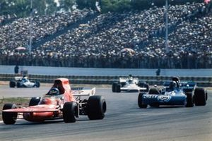 Ronnie Peterson, March 721 Ford devant Francois Cevert, Tyrrell 002 Ford