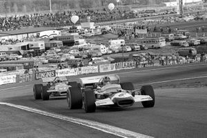 Graham Hill, Lotus 49C en Mario Andretti, March 701