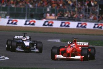 Рубенс Баррикелло, Ferrari F1-2000 и Дэвид Култхард, McLaren MP4/15 Mercedes