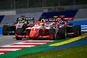 Oscar Piastri, Prema Racing, leads Frederik Vesti, Prema Racing and Max Fewtrell, Hitech Grand Prix