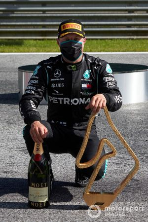 Valtteri Bottas, Mercedes AMG F1, celebrates with his trophy and champagne after the race