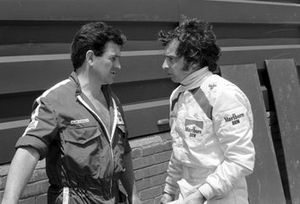 El mecánico jefe de BRM Alan Challis y Jean Pierre Beltoise