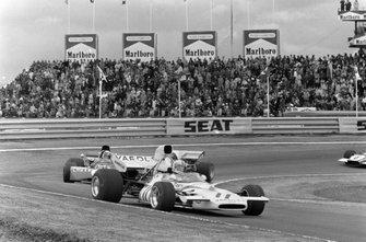 Denny Hulme, McLaren M19A Ford leads Jackie Stewart, Tyrrell 003 Ford