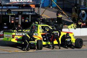 Matt Crafton, ThorSport Racing, Ford F-150 Jack Links / Menards pit stop