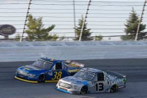 Johnny Sauter, ThorSport Racing, Ford F-150 Vivitar/Bence Motor Sales Todd Gilliland, Front Row Motorsports, Ford F-150 Speedco