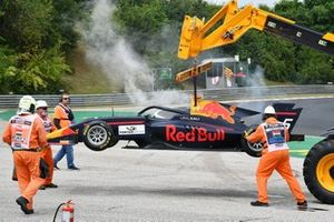 Liam Lawson, Hitech Grand Prix retires with a smoking car, which is removed by marshals