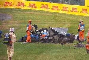#36 Signatech Alpine Elf Alpine A470: Thomas Laurent, crash
