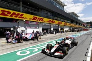Kevin Magnussen, Haas VF-20 et Sergio Perez, Racing Point RP20