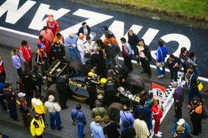 Ayrton Senna, Lotus 97T Renault, sur la grille de départ