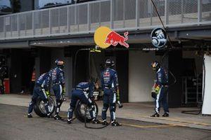 Triple Eight Race Engineering mechanics in the pitlane