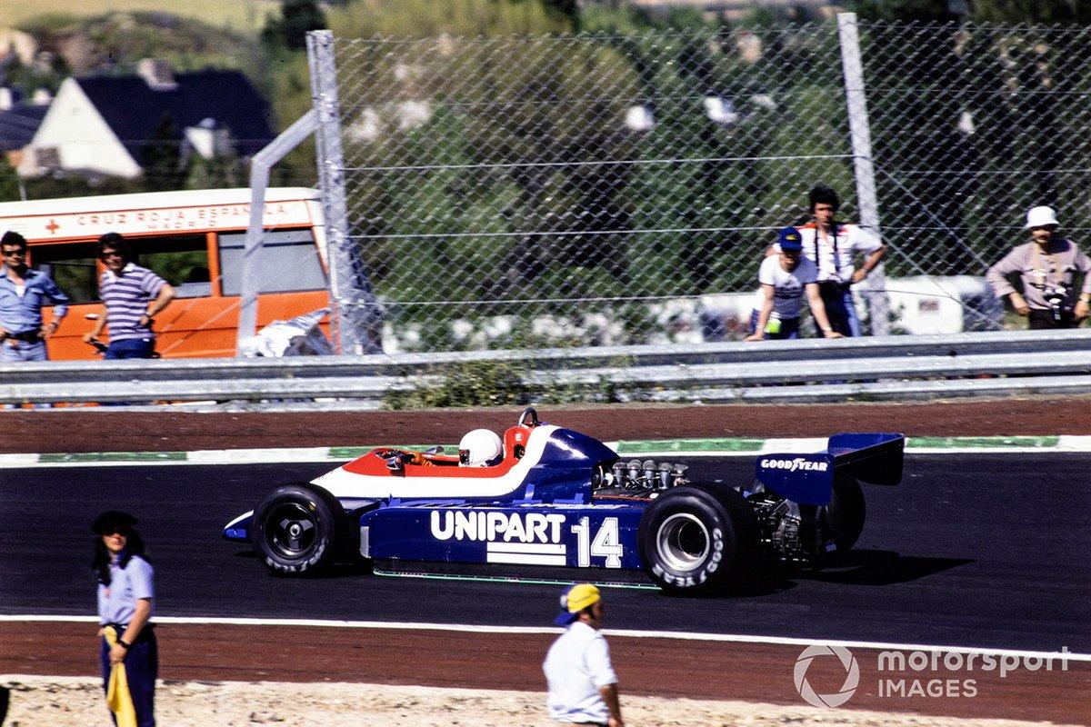 До клетчатого флага доехали всего шесть машин – последним это сделал тот самый француз Гайяр, что не стал сходить после столкновения с Уотсоном