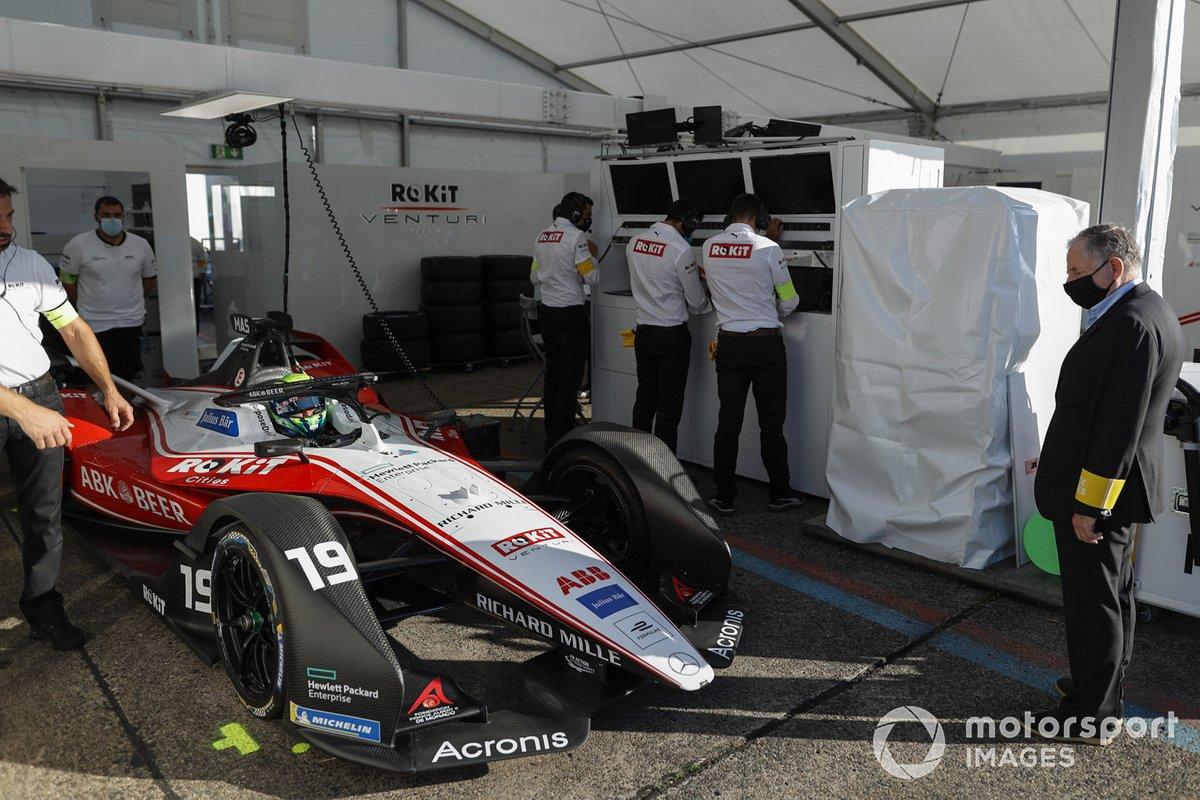 Felipe Massa, Venturi, EQ Silver Arrow 01, y Jean Todt, FIA President looks in