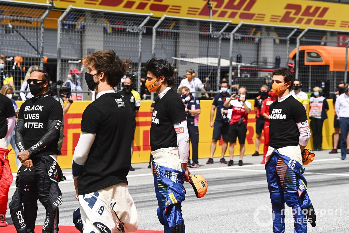 Lewis Hamilton, Mercedes-AMG Petronas F1, Pierre Gasly, AlphaTauri, Carlos Sainz Jr., McLaren, and Lando Norris, McLaren, on the grid prior to the start