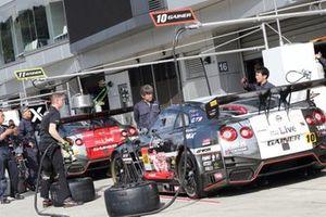 #10 Gainer Nissan GT-R, #11 Gainer Nissan GT-R
