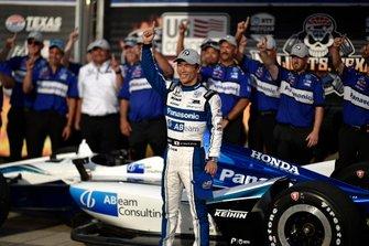 Takuma Sato, Rahal Letterman Lanigan Racing Honda celebrates winning pole