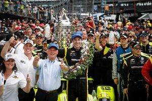 Winner Simon Pagenaud, Team Penske Chevrolet, Victory Lane, podium, milk, celebration
