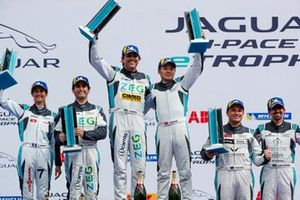 Cacá Bueno, Jaguar Brazil Racing, Yaqi Zhang, Team China, 1st position, Sérgio Jimenez, Jaguar Brazil Racing, Célia Martin, Viessman Jaguar eTROPHY Team Germany, 2nd position, Simon Evans, Team Asia New Zealand, Ahmed Bin Khanen, Saudi Racing, 3rd position, on the podium
