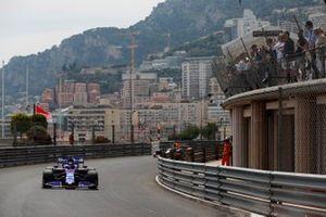 Daniil Kvyat, Toro Rosso STR14, leads Max Verstappen, Red Bull Racing RB15