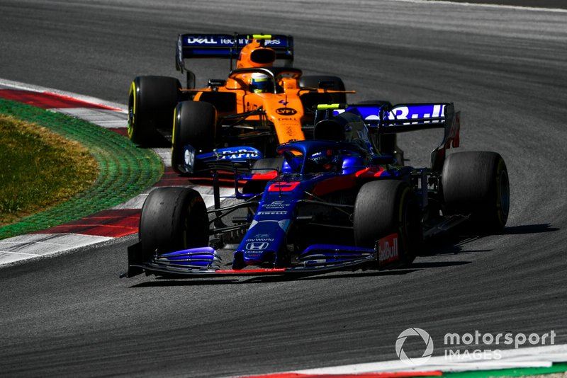 Alexander Albon, Toro Rosso STR14, precede Lando Norris, McLaren MCL34