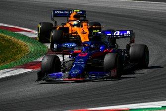 Alexander Albon, Toro Rosso STR14, leads Lando Norris, McLaren MCL34