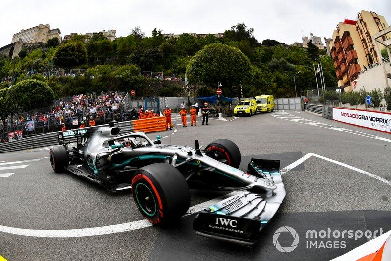 1: Lewis Hamilton, Mercedes AMG F1 W10, 1'10.166
