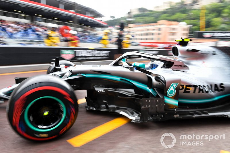 Valtteri Bottas, Mercedes AMG W10, sort du garage