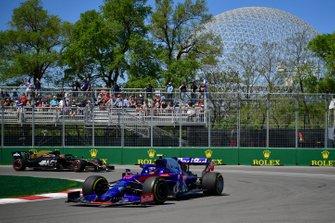 Alexander Albon, Toro Rosso STR14, leads Kevin Magnussen, Haas VF-19