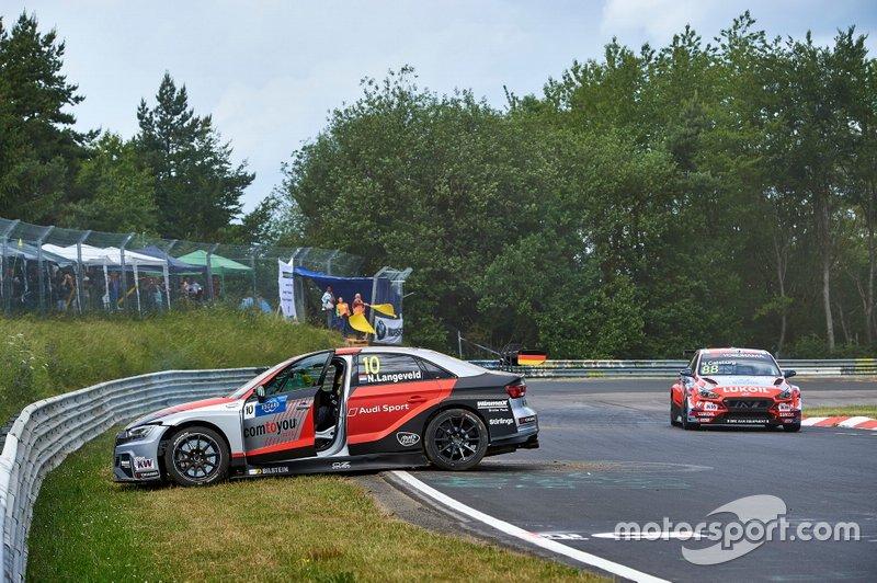 Niels Langeveld, Comtoyou Team Audi Sport Audi RS 3 LMS after the crash