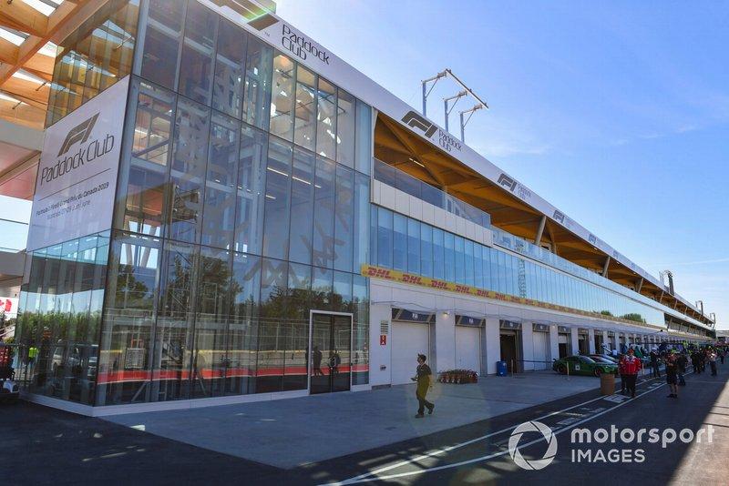 Le nouveau bâtiment des stands
