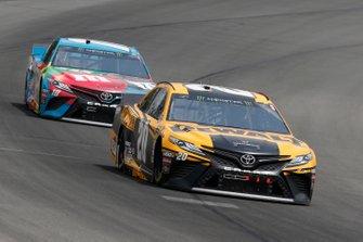 Erik Jones, Joe Gibbs Racing, Toyota Camry DeWalt Kyle Busch, Joe Gibbs Racing, Toyota Camry M&M's Hazelnut