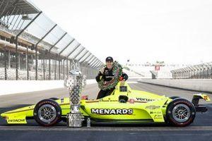 Winner Simon Pagenaud, Team Penske Chevrolet