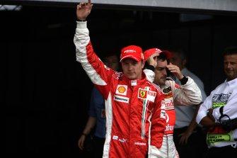 Kimi Raikkonen, Ferrari F2007 and Fernando Alonso, McLaren MP4-22 Mercedes on pole and second on the grid