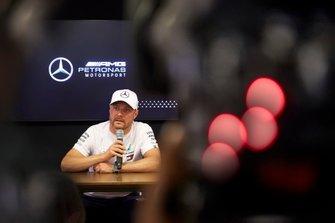 Valtteri Bottas, Mercedes AMG F1 speaks to the media