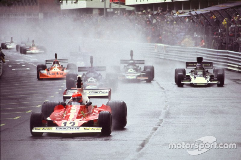Niki Lauda, Ferrari 312T, leads the field away at the start