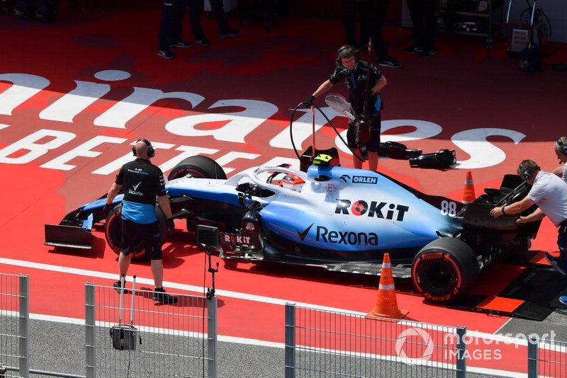 Robert Kubica, Williams FW42 s'arrête à la pesée