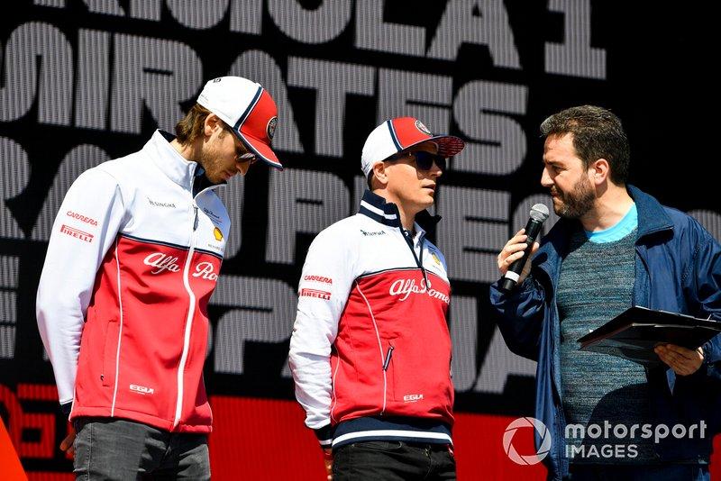 Antonio Giovinazzi, Alfa Romeo Racing et Kimi Raikkonen, Alfa Romeo Racing sur scène dans la Fanzone