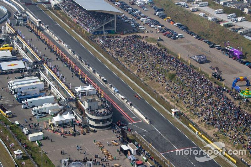 Max Verstappen, Red Bull Racing RB7, circuito de Zandvoort con