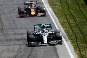 vValtteri Bottas, Mercedes AMG W10, leads Max Verstappen, Red Bull Racing RB15