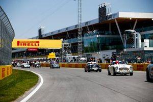Lance Stroll, Racing Point, y Robert Kubica, Williams Racing en el desfile de pilotos