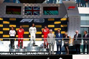 Sebastian Vettel, Ferrari, Lewis Hamilton, Mercedes AMG F1 e Charles Leclerc, Ferrari sul podio