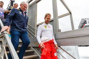 Sebastian Vettel, Ferrari, con Helmut Marko, Consultant, Red Bull Racing