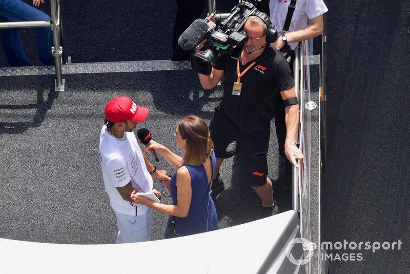 Lewis Hamilton, Mercedes AMG F1, est interviewé