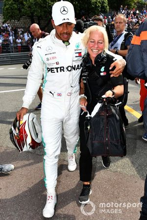 Lewis Hamilton, Mercedes AMG F1, celebrates pole with Angela Cullen, Physio, Mercedes AMG