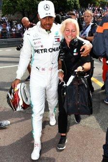 Lewis Hamilton, Mercedes AMG F1, celebrates pole with Angela Cullen, Physio, Mercedes AMG