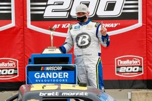 Brett Moffitt, GMS Racing, Chevrolet Silverado Concrete Supply in victory lane